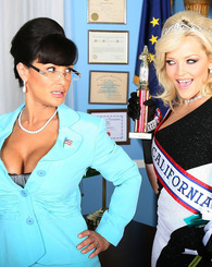 Governor Palin and Miss California become best lesbian buddies