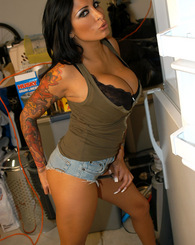 Kelly and Ryan fuck their hot, tatted and stacked mechanic.